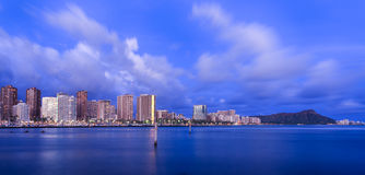 De horizon van Hawaï bij schemering Stock Foto