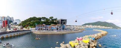 De horizon van het Songdostrand, Songdo-Wolkenslepen en Lied Marine Cable Car in Busan, Zuid-Korea royalty-vrije stock foto's