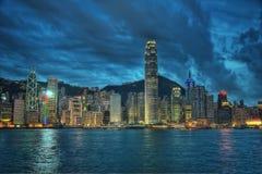 De horizon van Hongkong bij nacht royalty-vrije stock afbeeldingen