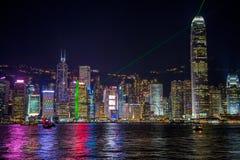 De horizon van Hongkong bij nacht Stock Foto's