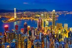De horizon van Hongkong bij nacht