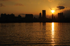 De Horizon van Hongkong bij Zonsondergang royalty-vrije stock foto
