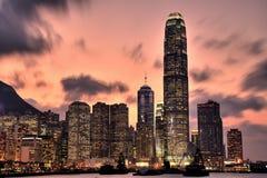 De horizon van Hongkong bij zonsondergang Royalty-vrije Stock Foto's
