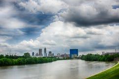 De horizon van Indianapolis Panoramisch beeld van de horizon van Indianapolis bij stock fotografie