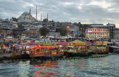 De horizon van Istanboel bij zonsondergang Royalty-vrije Stock Afbeelding