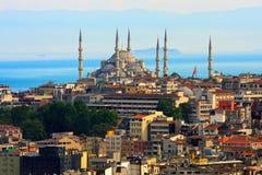 De horizon van Istanboel met blauwe moskee Royalty-vrije Stock Foto's