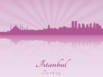De horizon van Istanboel in purpere stralende orchidee Stock Afbeelding