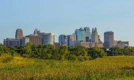 De horizon van Kansas City van een afstand stock fotografie