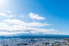 de horizon van de kawaguchikostad met sneeuw royalty-vrije stock foto's