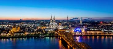 De Horizon van Keulen met Kathedraaldom Stock Afbeelding