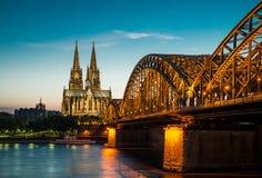 De Horizon van Keulen met Kathedraaldom Stock Foto's