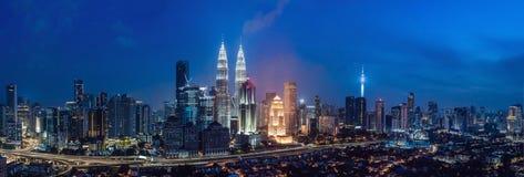 De horizon van Kuala Lumpur bij nacht, Maleisië, Kuala Lumpur is hoofdstad van Maleisië stock afbeeldingen