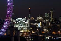 De horizon van Londen bij nacht Stock Afbeelding