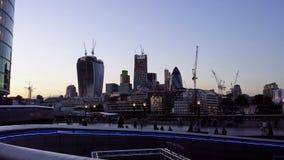 De horizon van Londen bij schemer Stock Fotografie