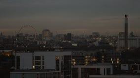 De horizon van Londen bij schemer stock footage