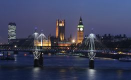 De horizon van Londen bij schemering Stock Afbeelding
