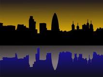 De horizon van Londen bij zonsondergang Stock Foto's