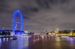 De horizon van Londen en het Oog van Londen Stock Foto's