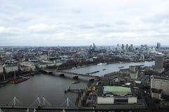 De horizon van Londen van het Oog dat van Londen wordt gefotografeerd royalty-vrije stock foto's
