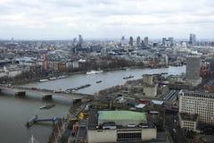 De horizon van Londen van het Oog dat van Londen wordt gefotografeerd stock afbeelding