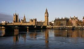De horizon van Londen, het Paleis van Westminster Stock Foto's