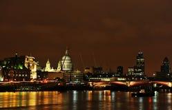 De horizon van Londen met St Pauls Cathederal. Royalty-vrije Stock Foto