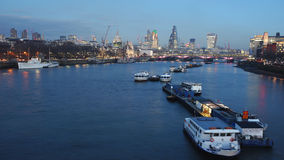De horizon van Londen, nachtmening Stock Afbeelding