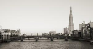 De horizon van Londen, omvat Blackfriars-Brug, de Scherf Stock Foto