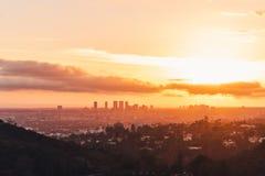 De horizon van Los Angeles bij zonsondergang stock fotografie