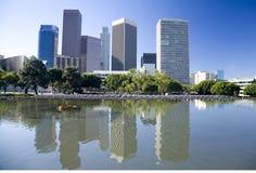 De horizon van Los Angeles en waterbezinning Royalty-vrije Stock Foto's