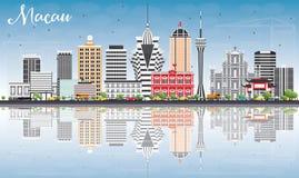 De Horizon van Macao met Gray Buildings, Blauwe Hemel en Bezinningen Royalty-vrije Stock Foto's