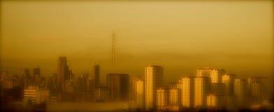 De horizon van de Mandaluyongstad in de avond Stock Afbeeldingen