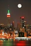 De Horizon van Manhattan bij Kerstavond Stock Afbeeldingen
