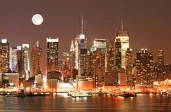 De Horizon van Manhattan bij Kerstavond royalty-vrije stock afbeeldingen