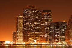 De horizon van Manhattan bij Nacht Royalty-vrije Stock Foto's