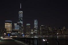 De horizon van Manhattan bij Nacht, de Stad van New York Stock Foto