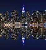 De horizon van Manhattan bij Nachtlichten, de Stad van New York Stock Afbeeldingen