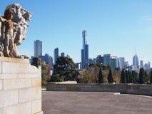 De horizon van Melbourne van het Heiligdom van Herinnering wordt gezien die Royalty-vrije Stock Foto's
