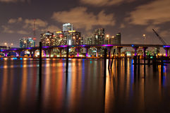De horizon van Miami bij nacht Stock Afbeelding
