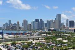 De Horizon van Miami en verschepende dokken Stock Foto's