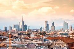De horizon van Milaan met moderne wolkenkrabbers stock foto