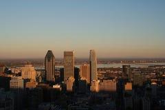 De Horizon van Montreal bij Schemer Stock Afbeeldingen