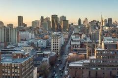 De horizon van Montreal bij zonsopgang stock afbeeldingen