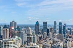 De Horizon van Montreal in de zomer stock afbeeldingen