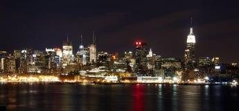 De Horizon van New York bij Nacht Royalty-vrije Stock Afbeelding
