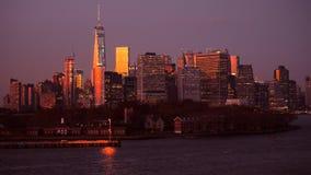 De horizon van New York bij zonsondergang Manhattan nyc Verenigde Staten stock video
