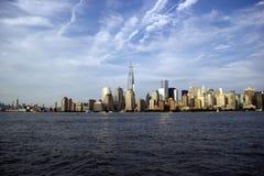 De Horizon van New York en Vrijheidstoren Royalty-vrije Stock Foto's