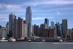 De horizon van New York van de rivier Stock Afbeelding