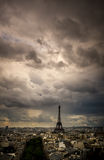 De Horizon van Parijs bij Zonsondergang van Arc de Triomphe Stock Foto