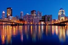 De Horizon van Pittsburgh bij Nacht Royalty-vrije Stock Afbeeldingen